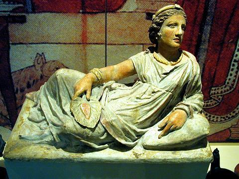 Terracotta_sarcophagus_in_shape_of_an_etruscan_woman