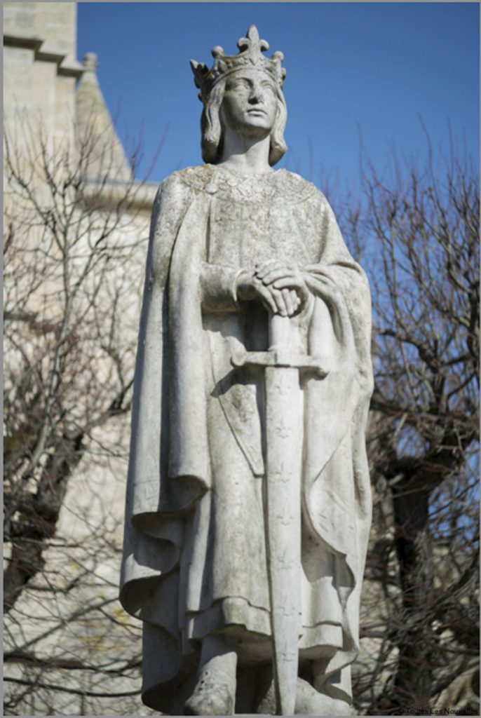 statue-saint-Louis roi de France